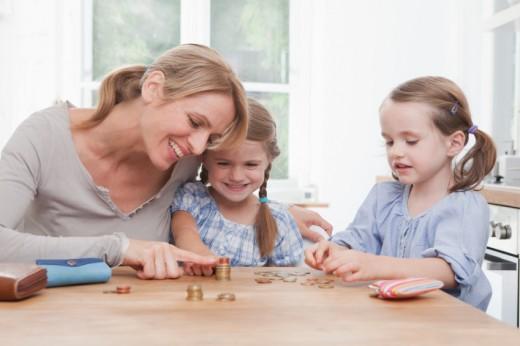 Teaching-Children-How-to-Save-Money