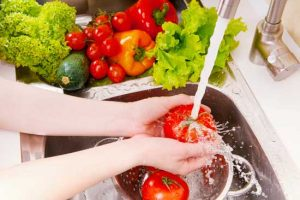 Tips for Parents to Avoid Food Poisoning at Home