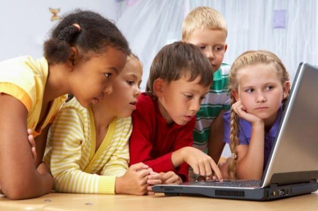 kids-using-computer