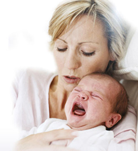 mum-settling-crying-baby